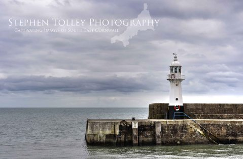mevagissey harbour lighthouse